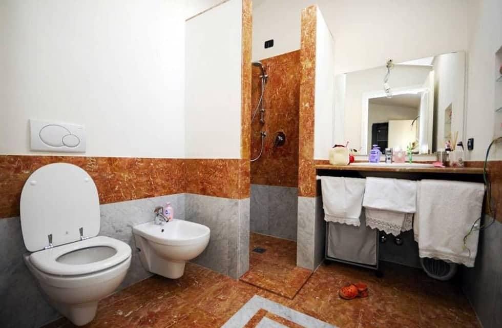 Bagno beige e azzurro idee di design nella vostra casa - Bagno moderno grigio ...