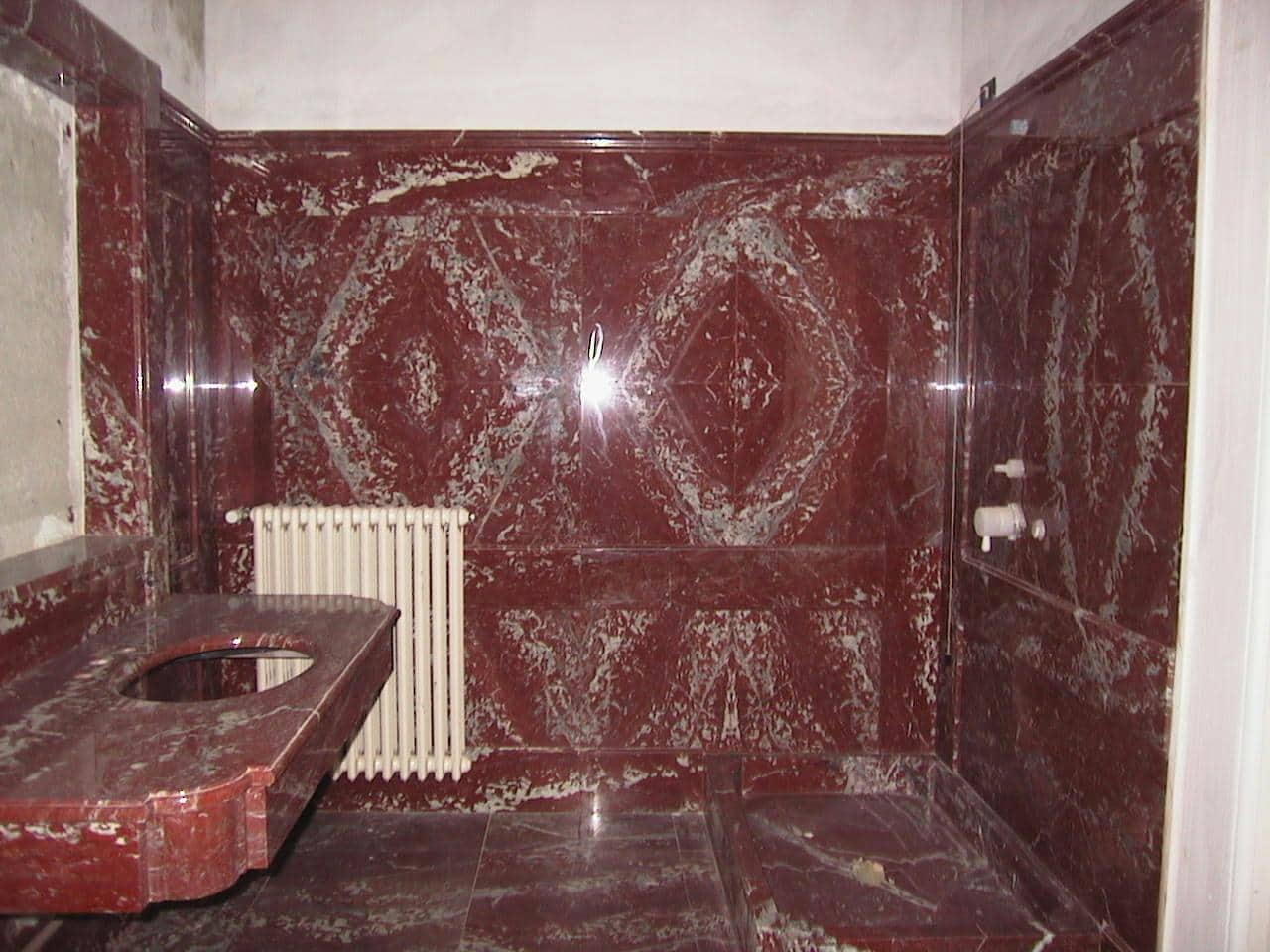 Marmo rosso francia marmo - Rivestimento bagno in marmo ...