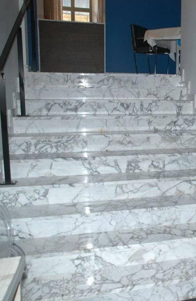 Pavimenti In Marmo : Scale in marmo e travertino veneta marmi