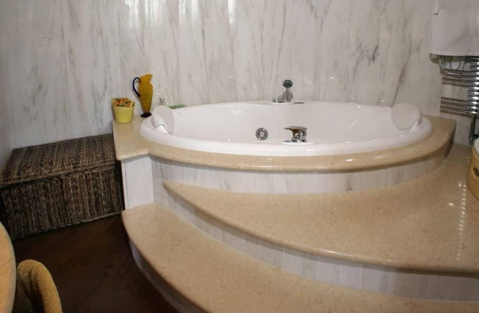 Rivestimenti bagno in marmo – Veneta Marmi