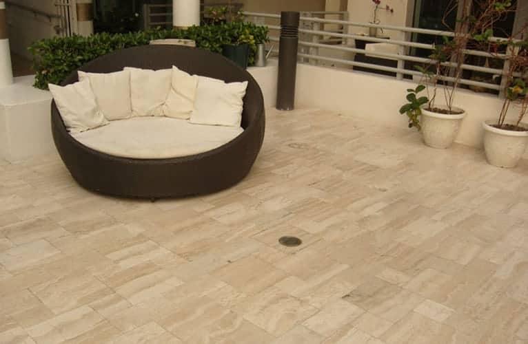 Pavimenti esterni in marmo e travertino Veneta Marmi