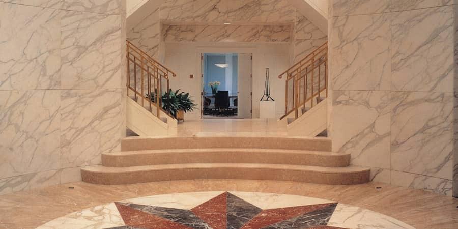 pareti rivestite con marmo
